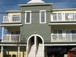 Fabulous & Affordable 1 1/2 blocks to Beach/Boards