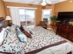GD 310:NEWLY RENOVATED corner unit w/ WIFI, BBQ, tennis, pool, FREE BCH SVC