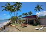 Raro Beach Bach - Great for groups up to 12