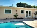 Blue Waves Villa East - Holmes Beach Holiday Home - 2 Bedrooms - 207 75th Street