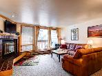 Newly redecorated 1BR w/ great view of Keystone - 207 Liftside