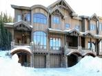 Base Camp #496: 4-Bedroom Exquisite Ski-in/Ski-Out