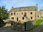 STABLE COURT, family friendly, character holiday cottage, with a garden in Eggleston, Ref 2861