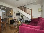 Cosy Cottage by the Ocean - 2 Bed - BBQ / Deck