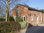 BARN AT LODGE FARM, woodburner, off road parking, garden, in Macclesfield, Ref 21965