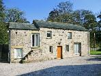 THE OLD STABLES, pet friendly, character holiday cottage, with a garden in Kirkby Lonsdale, Ref 917