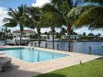 WATERFRONT HOME, BEACHES, HOT TUB, POOL, SLEEPS 8