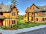 Castle Town Home-3Bdrm - Pool & Spa, Ski Okemo