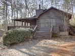 BLUEBERRY HILL- WOODED 3BR/2.5BA CABIN, HOT TUB, WOOD BURNING FIREPLACE IN LIVING ROOM AND MASTER, CHARCOAL GRILL, PET FRIENDLY, SLEEPS 7, ONLY $99 A NIGHT!