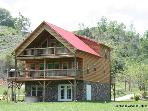 RIVERFRONT Cabin*Firepit*Gametables*Hot Tub*AC