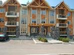 Radium Hot Springs 2bdrm Condo...Pool & Hot Tub!