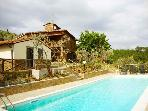 Tuscan villa sleeps 8 + 3 w/pool & stunning views