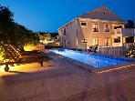 Stunning 5 star property, pool, parking & sea view