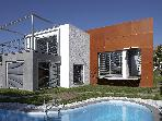 Modern villa, near the Beach & Park, Estoril