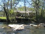 MERRY ROSE COTTAGE*SECLUDED COTTAGE ON THE TOCCOA RIVER~GREAT TROUT FISHING~TUBING~KAYAKING~PETS WELCOME~2BR~2BA~WIFI~GAS GRILL~SAT TV~PLAYSTATION 2~FIRE PIT~ONLY $150/NIGHT!!