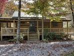 TOCCOA RIVER LOG CABIN*3BR~1BA~AUTHENTIC DOVE TAIL CABIN~ON THE TOCCOA RIVER~GREAT TROUT FISHING~TUBING~CHARCOAL GRILL~WIFI~WOOD BURNING FIREPLACE~KAYAKING~PETS WELCOME~ONLY $155/NIGHT!