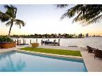 Paradise Villa 4 bd Waterfront  w pool South Beach