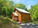 Spacious Mountain Log Cabin. 4 Bedroom. 3 Bath. Sleeps 12.