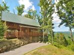 Lovely cabin with great view! 2 Bedroom Log cabin sleeps 6.