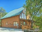 Green Cabin! 3 Bedroom Log Cabin located in Brother's Cove Resort. Sleeps 10.