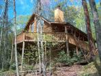 Perfect family vacation cabin- wood view, hottub, loft, fireplace, pool table