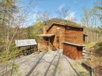 Secluded wooded view cabin- pet friendly, hot tub, fireplace, screened deck