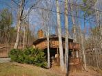2 Bedroom Chalet in Gatlinburg. Sleeps 6. 3 Car Parking.