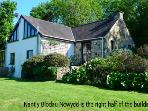 Pet Friendly Holiday Cottage - Nant Y Blodau Newydd, Newport