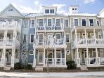 Huge Townhome — Pools, Wi-Fi & Private Bay Beach
