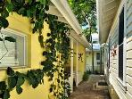 Monroe Efficiency - Sleeps 2, Q BR, FULL KITCHEN!