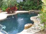 Tropical Pool/Spa Home, North End, Walk to Beach