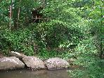 Hot tub cabin on large stream.No cleaning fee