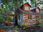 Storybook Stone Cottage** Hot Tub on the Stream