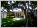 Adorable !!! 3 Bed 3 Bath. Pool, Lake East Hlwd.