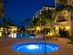 Stunning 2BR Condo in Heart of Grace Bay