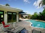 2 Bedroom Pool Home Close to the Beach & Dining