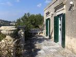 Villa - Elegant atmosphere 6 sleeps Modica  Sicily