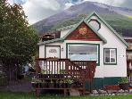 Seward Birdhouse Lodging