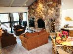 Spectacular 4 bedroom 4 bath penthouse walking distance to Canyon Lodge.