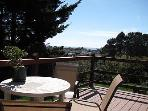 J &amp; R Hideaway Chalet~Hot Tub, Partial Ocean View, Close to Town