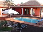 Villa with heated pool & wifi