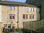 BRIDGE COTTAGE, character cottage with beams, woodburning stove and outdoor courtyard in Eyam, Ref 23944