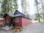 Warm Private Cabin Near Lake Cle Elum! Outdoor Adventures begin here. 2BD/2BA