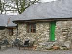 1 bed holiday cottage in rural Wicklow, an hour drive from Dublin. #MES0533401