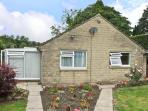 MATLOCK GREEN, pet friendly, country holiday cottage, with a garden in Matlock, Ref 5689