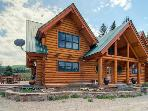 Spacious 4BR Log Cabin w/Private Hot Tub - Steps from the East River