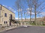 WOODLANDS, pet-friendly, off road parking, communal gardens, in Haworth, Ref 16731