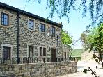 LINTON, pet-friendly, off road parking, communal gardens, in Haworth, Ref 6413