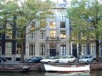 Quiet and Picturesque views to the Herengracht