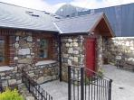 NO. 1 THE BYRE, pet friendly, country holiday cottage, with a garden in Ashford, County Wicklow, Ref 3945